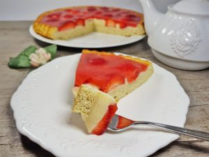RECIPE Strawberry Sponge Cake with Vanilla Pudding & Velvety Strawberry Icing low-carb gluten-free