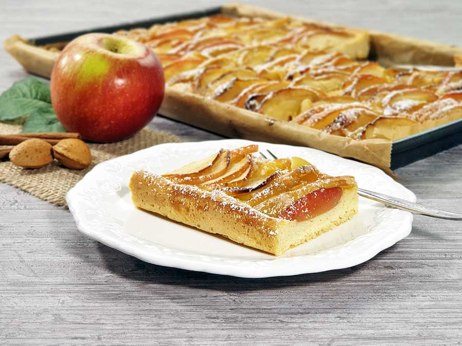 Recipe Quick Apple Pie Tray Bake low-carb gluten-free