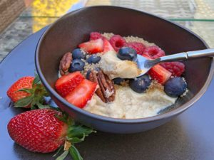 Recipe breakfast bowl walnut-cinnamon with berries lowcarb gluten-free